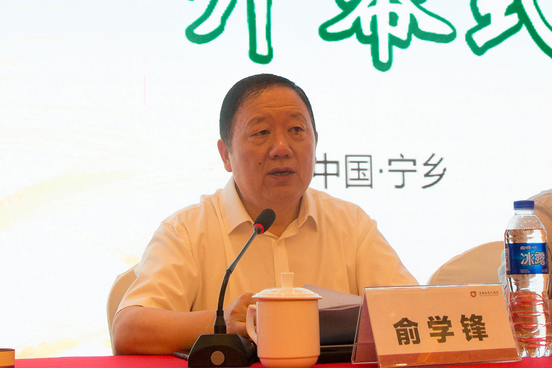 中国粮油学会副理事长、发酵面食分会会长俞学锋主持会议.jpg
